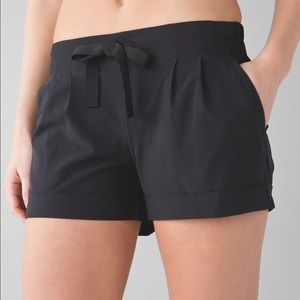 Lululemon - Spring Break Away Shorts in Black